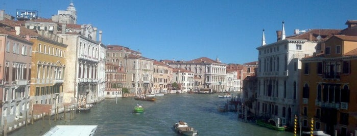 Academia is one of Venecia.