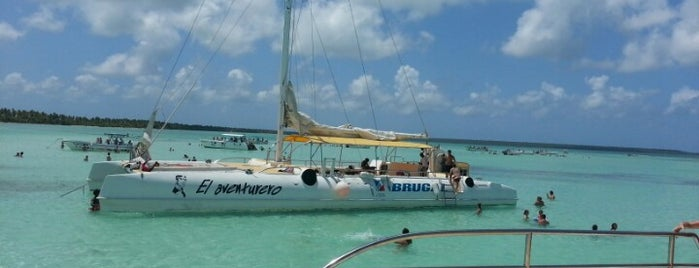 Catamaran Isla Saona is one of Lieux qui ont plu à Gab.