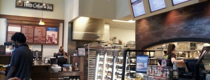 Specialty's Café & Bakery is one of Amazon Campus (SLU) Lunch Spots.