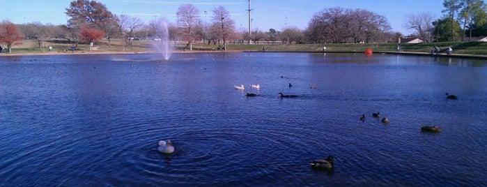 Chisholm Park is one of Posti salvati di Zach.
