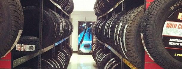 Les Schwab Tire Center is one of Alexis'in Beğendiği Mekanlar.