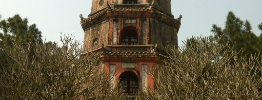 Chùa Thiên Mụ (Thien Mu Pagoda) is one of Jas' favorite urban sites.