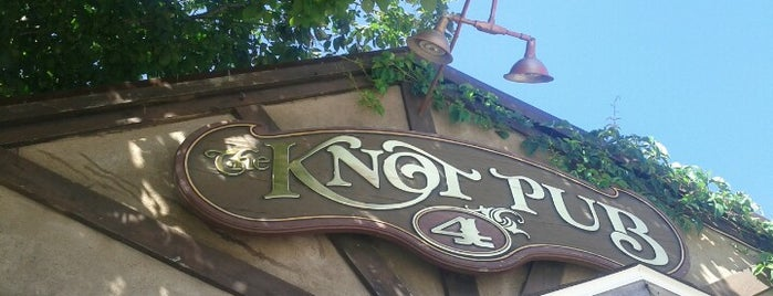 The Knot Pub is one of Stef'in Beğendiği Mekanlar.