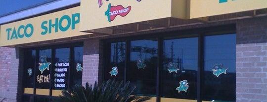 Fuzzy's Taco Shop Railyard is one of Tempat yang Disukai Sam.