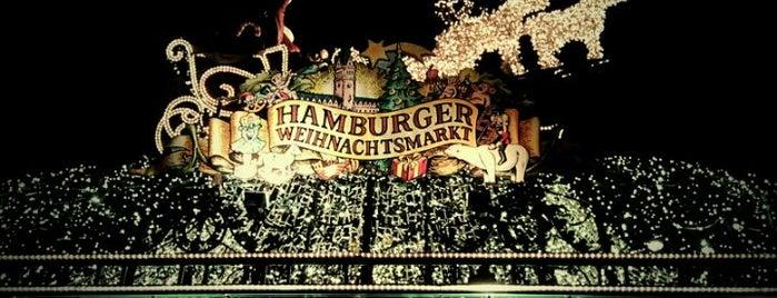 Weihnachtsmarkt Rathausmarkt is one of Karl : понравившиеся места.