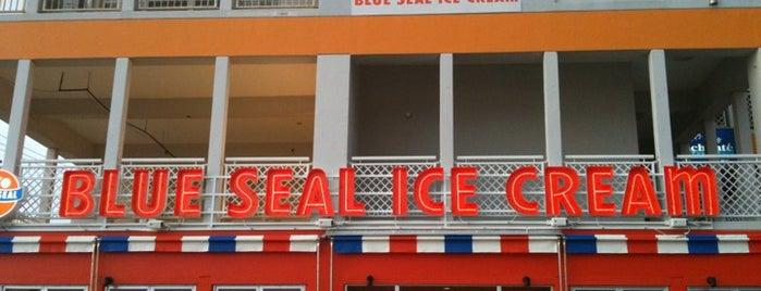ブルーシールアイスクリーム 名護店 is one of Okinawa.