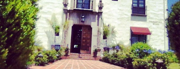 University Club is one of Locais salvos de Rich.
