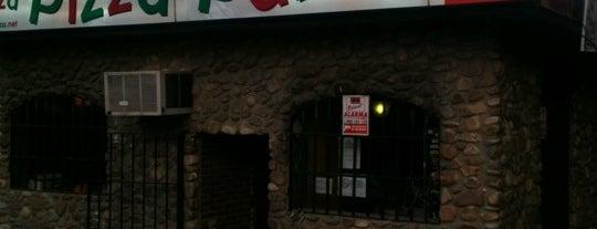 Pizza Pazza is one of Lugares favoritos de Seth.