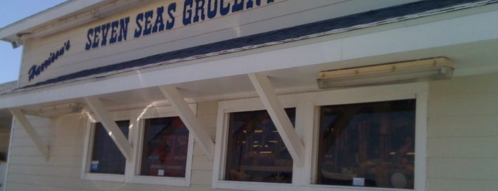 Seven Seas Grocery & Market is one of Lugares favoritos de Marcus.