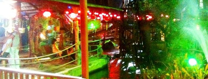 Mae Salong Restaurant (美斯樂餐廳) is one of Lugares favoritos de Chuah.