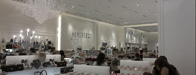 Forever 21 is one of Lieux qui ont plu à Cristina.