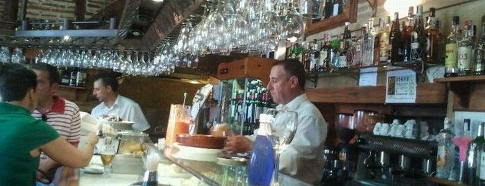 Café Real is one of สถานที่ที่ Miguel ถูกใจ.