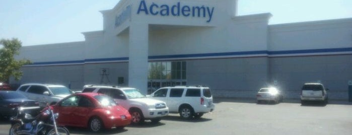 Academy Sports + Outdoors is one of Orte, die Kim gefallen.