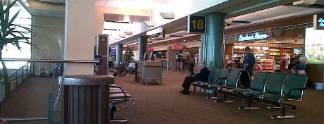Aeroporto Internazionale di Edmonton (YEG) is one of Airports Visited.