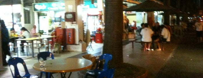 Circuit Road Hawker Centre is one of Tempat yang Disukai Serene.
