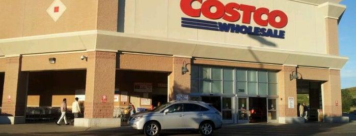 Costco is one of Locais curtidos por Anoosh.