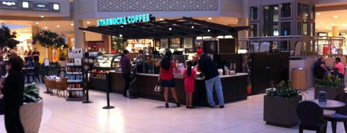 Starbucks is one of Locais salvos de Kelly Ann.