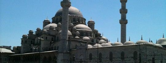 Eminönü Meydanı is one of İstanbul'da Gezilmesi-Görülmesi Gereken Mekanlar.
