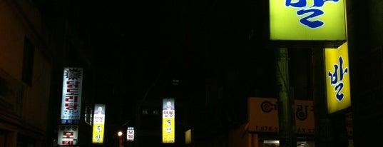 영동족발 is one of EunKyu 님이 저장한 장소.