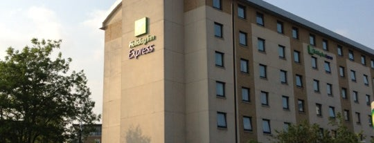 Holiday Inn Express London - Wandsworth is one of Kevin'in Beğendiği Mekanlar.