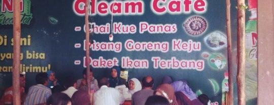 Gleam Cafe (chai kue panas 18) is one of + Pontianak.