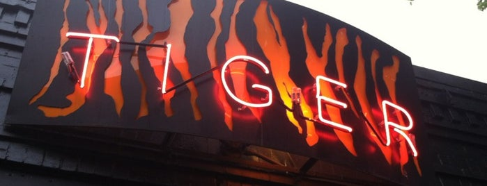 Tiger Bar is one of Lugares favoritos de Jonathan.