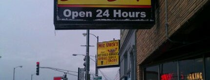 Belmont Snack Shop is one of สถานที่ที่ Sam ถูกใจ.