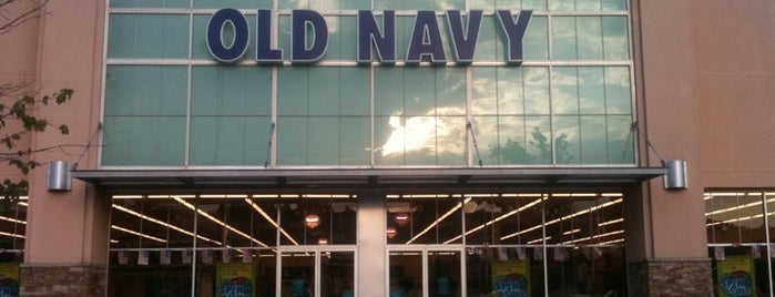Old Navy is one of Tempat yang Disukai Colin.
