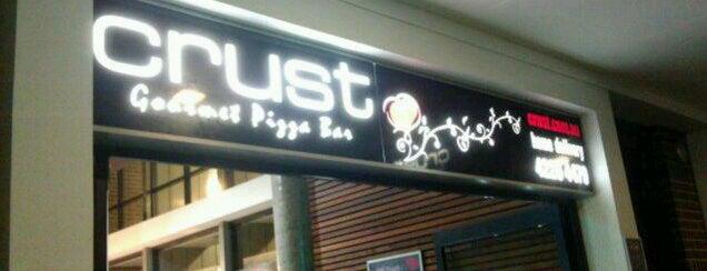 Crust Gourmet Pizza Bar is one of Lieux qui ont plu à Danijel .
