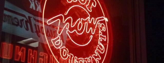 Krispy Kreme Doughnuts is one of Lugares favoritos de Katherine.