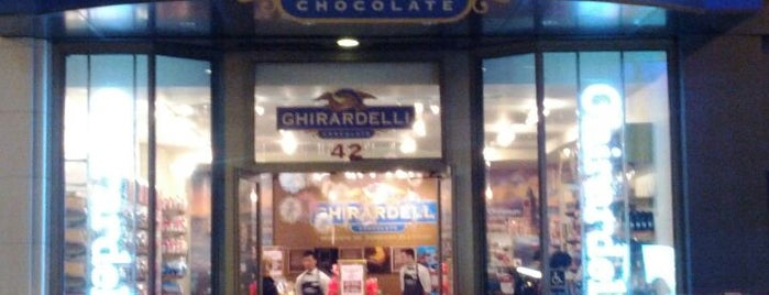 Ghirardelli Chocolate Shop is one of Posti che sono piaciuti a Jessica.
