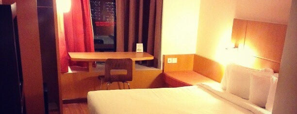 ibis Singapore on Bencoolen is one of Places around da world....