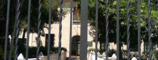 Delegación de Defensa (antiguo Hospital Militar) is one of Edificios emblemáticos 965.