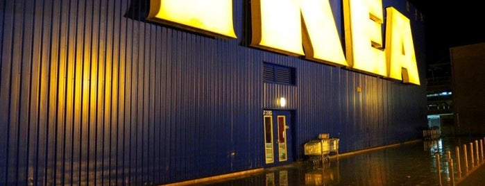 IKEA is one of Lieux qui ont plu à Alexander.