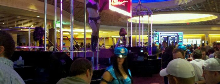 Pussycat Dolls Lounge @ Caesars Palace is one of FUN.