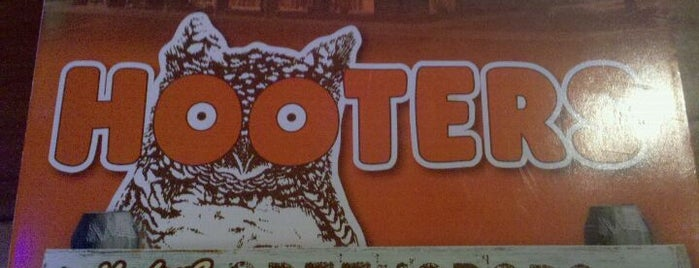Hooters is one of Bars I've been to.