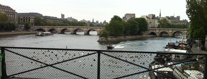 Pont des Arts is one of First Time in Paris?.