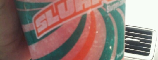 7-Eleven is one of Locais curtidos por Joe.