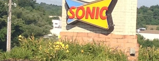 Sonic Drive-In is one of Kristinさんのお気に入りスポット.