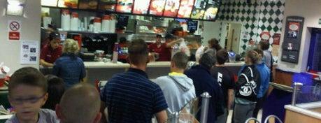 KFC is one of สถานที่ที่ Darya ถูกใจ.