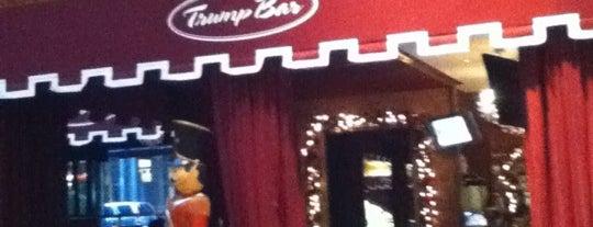 Trump Bar is one of Lieux sauvegardés par Lisa.