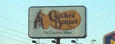 Cracker Barrel Old Country Store is one of Brenda 님이 좋아한 장소.