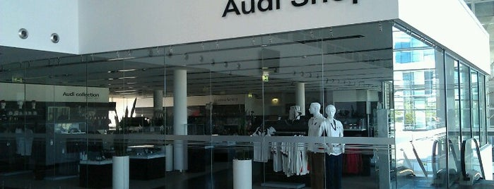 Audi Forum is one of Lugares favoritos de Tomek.
