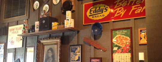Cracker Barrel Old Country Store is one of Lugares favoritos de Val.