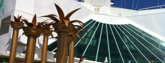 Royal Caribbean Terminal is one of สถานที่ที่ Jan ถูกใจ.