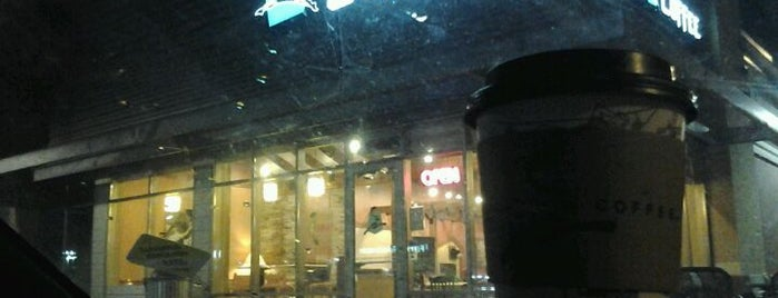 Caribou Coffee is one of Lieux qui ont plu à Clint.
