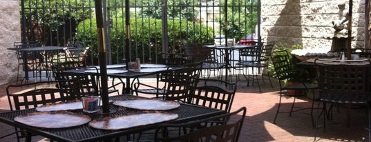 Gourmet & Company is one of Lugares favoritos de JD.