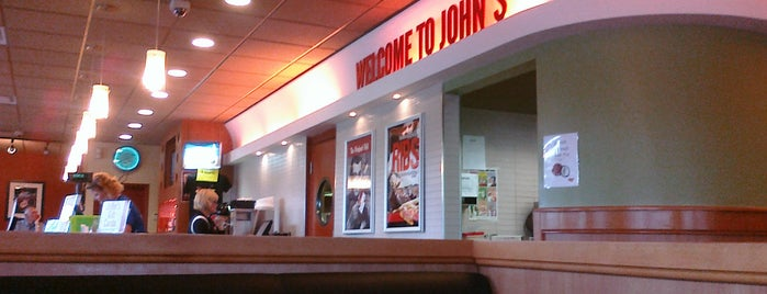 John's Restaurant is one of Posti che sono piaciuti a A.