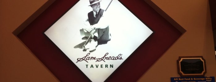 Sam Snead's is one of Locais curtidos por Andrew.