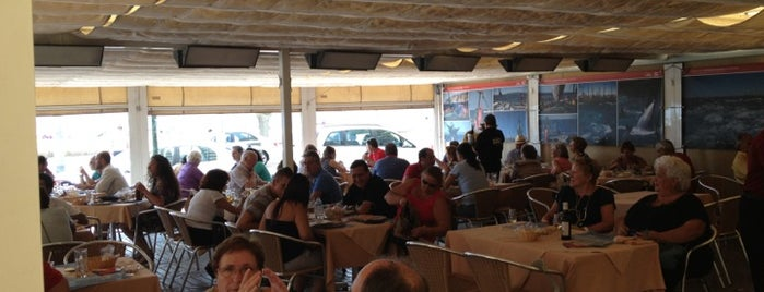 Restaurante La Marea is one of Andalousie.